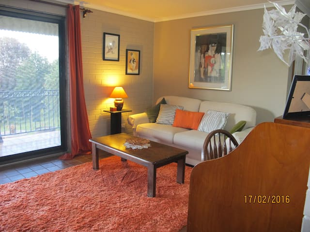 Anne's Comfy Tuross apartment. Rates for singles.