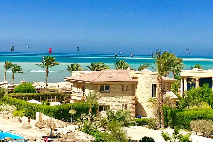 Beach front **Sea View** 1BR apartment-Kite Beach