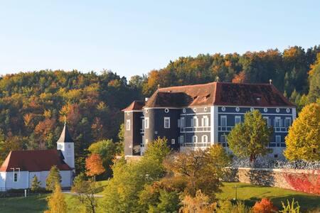 Einzigartiges Bed&Breakfast auf Schloss Aichberg