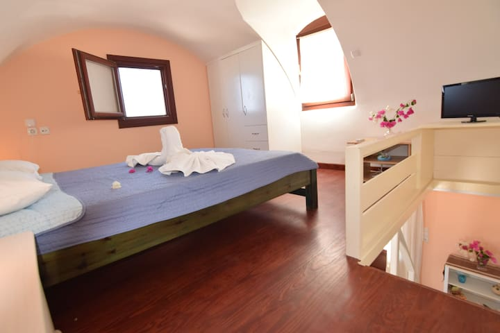 Mini dome roof house for 2 near castle village - Emporio - Apartamento