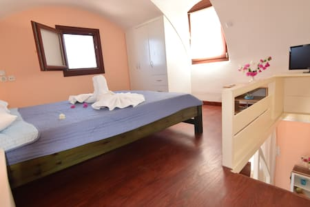 Mini dome roof house for 2 near castle village - Appartement