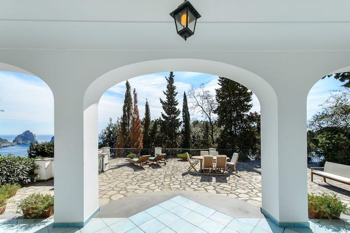 "Luxury ""Villa Capri"" Poll & Panoramic view"