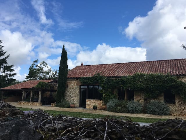 beautifully restored barn with private pool - Castelnaud-la-Chapelle - วิลล่า