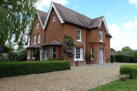 Stylish Victorian Village Rectory  - Diss - Bed & Breakfast