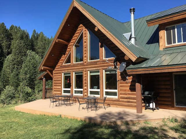 Scenic Mountain Cabin Bordering Nat'l Forest