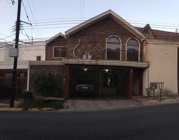 Casa en Lomas del Campestre - San Pedro Garza García - Haus