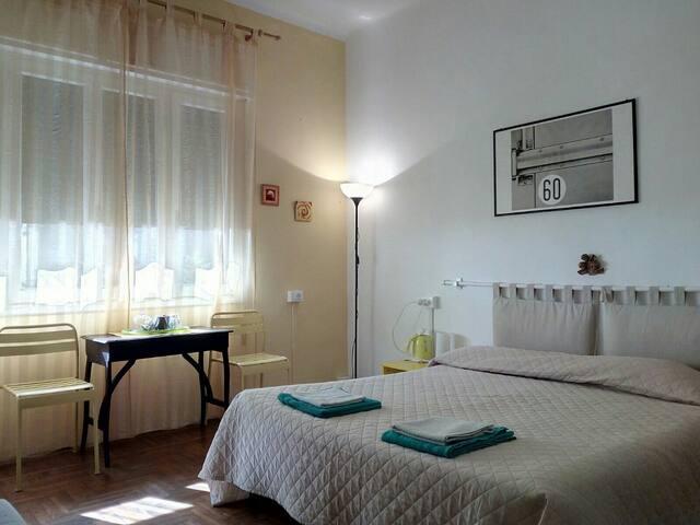 Camere con bagno , cucina e ingresso indipendente
