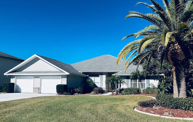 Vacation Home Spruce Creek Fly in Community