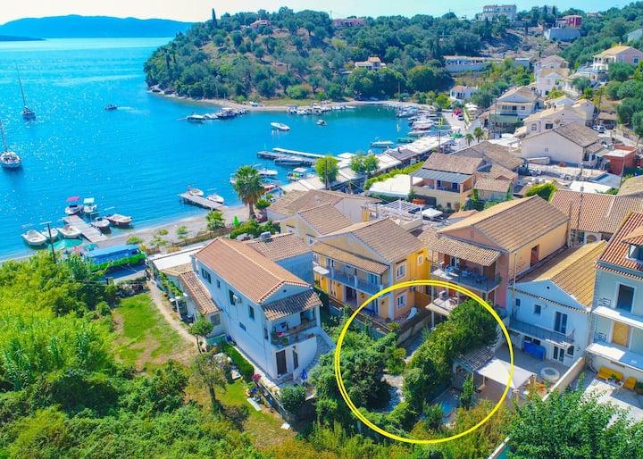 Effi Apt: Charming Apt in Agios Stefanos, A/C