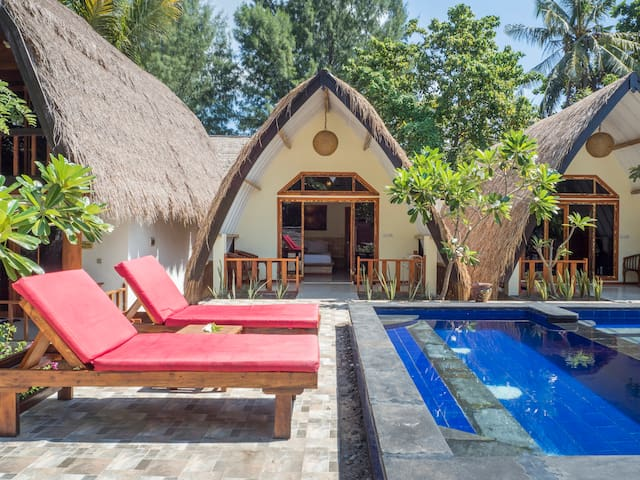 luckys bungalows no8(poolside)