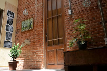 Cozy private room in a historical building!!! - Montevideo