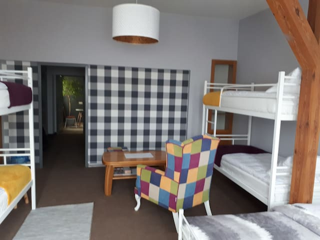 Private Familly Room-2 min from Town Square