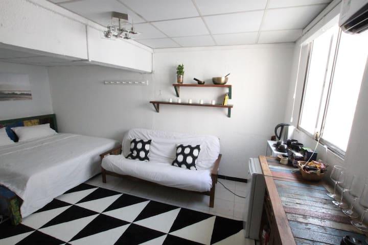 Private, Cosy Studio