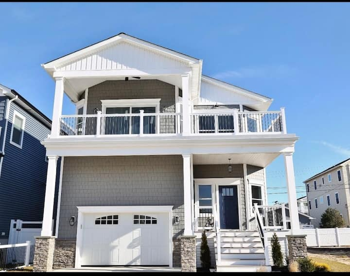 Brigantine Beach House with Deck and Ocean View
