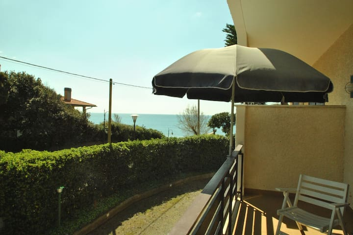 Sea view Studio(A) in vacation residence with pool