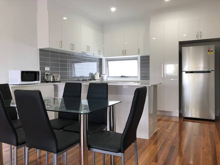 Brand new home! 20 MINS TO AIRPORT! FREE WIFI