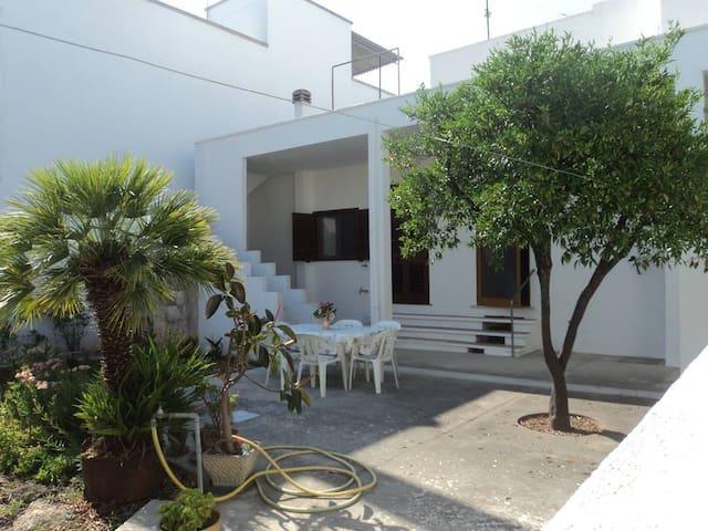 casa Maria con giardino nel cuore del Salento