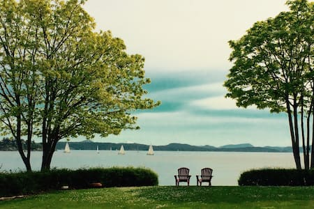Beachfront Tranquility - quiet, lowbank waterfront