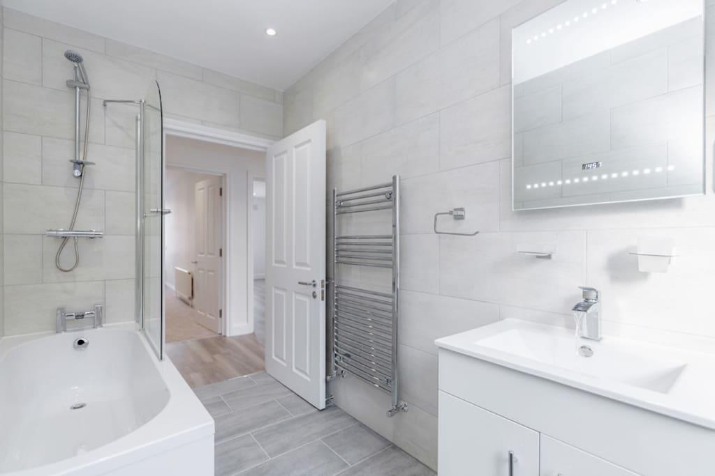 Bathroom, Heated Towel Rail, Heated Flooring, Shaver Socket