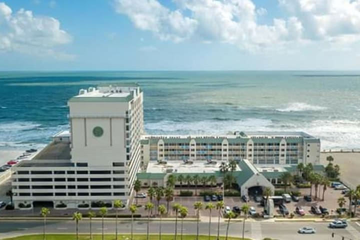 Oceanfront Condo/Private Balcony/4 Pools/2 Spas