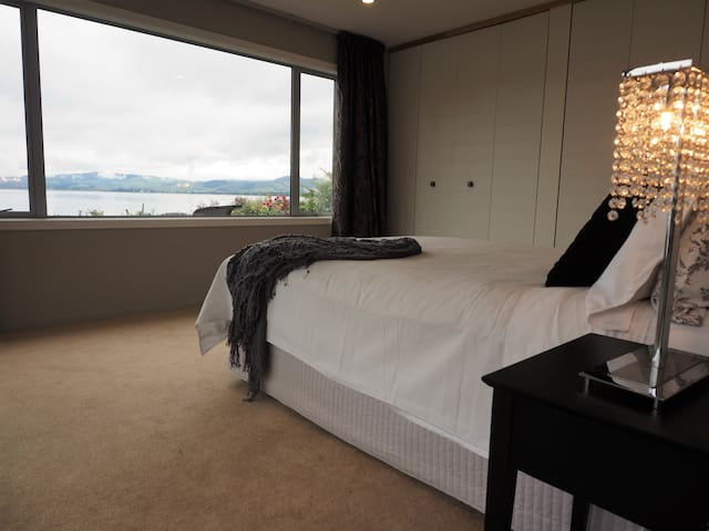 Absolute Lakefront Premier Room - Rotorua - Bed & Breakfast