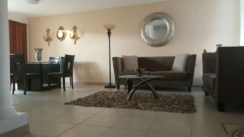 Comfortable house located in the north of Ags - Aguascalientes - Dom