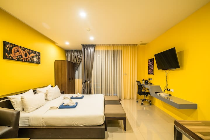 Bedroom, closet, desk. AC bedroom. Ensuite.