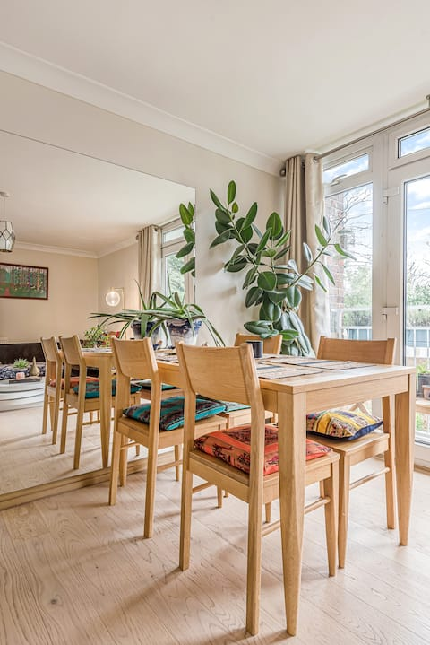 Large one double bedroom first floor apartment