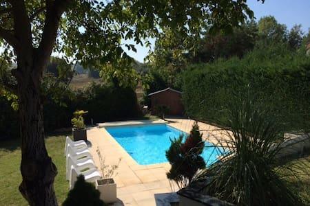 Chambre+SDB privative - Bed&Breakfast - Lyon Est - Saint-Quentin-Fallavier - Villa
