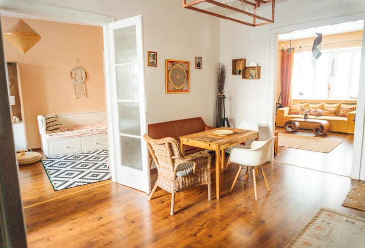 Spacious 3 bdr Zen Old Town Apartment with terrace