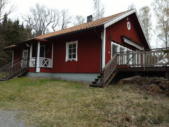 Kronhjortsgården Sågarstugan/cottage in the forest