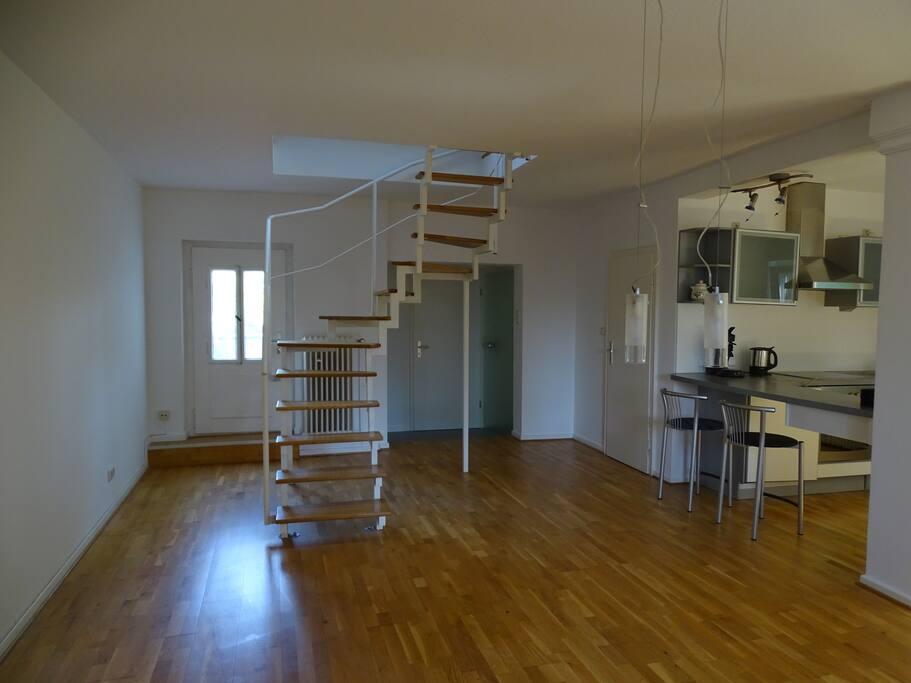 Treppe im Wohnraum zum Dach-Schlafzimmer /Wohnraum jetzt möbliert