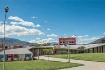 Parque Biblioteca Manuel Mejía Vallejo ubicado a 0.85 km de distancia