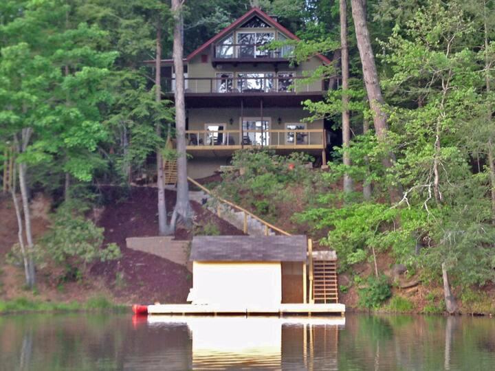 BALD MOUNTAIN LAKE LAKE FRONT-Sleeps 9, Kayaks, Peddle boat, Resort amenities