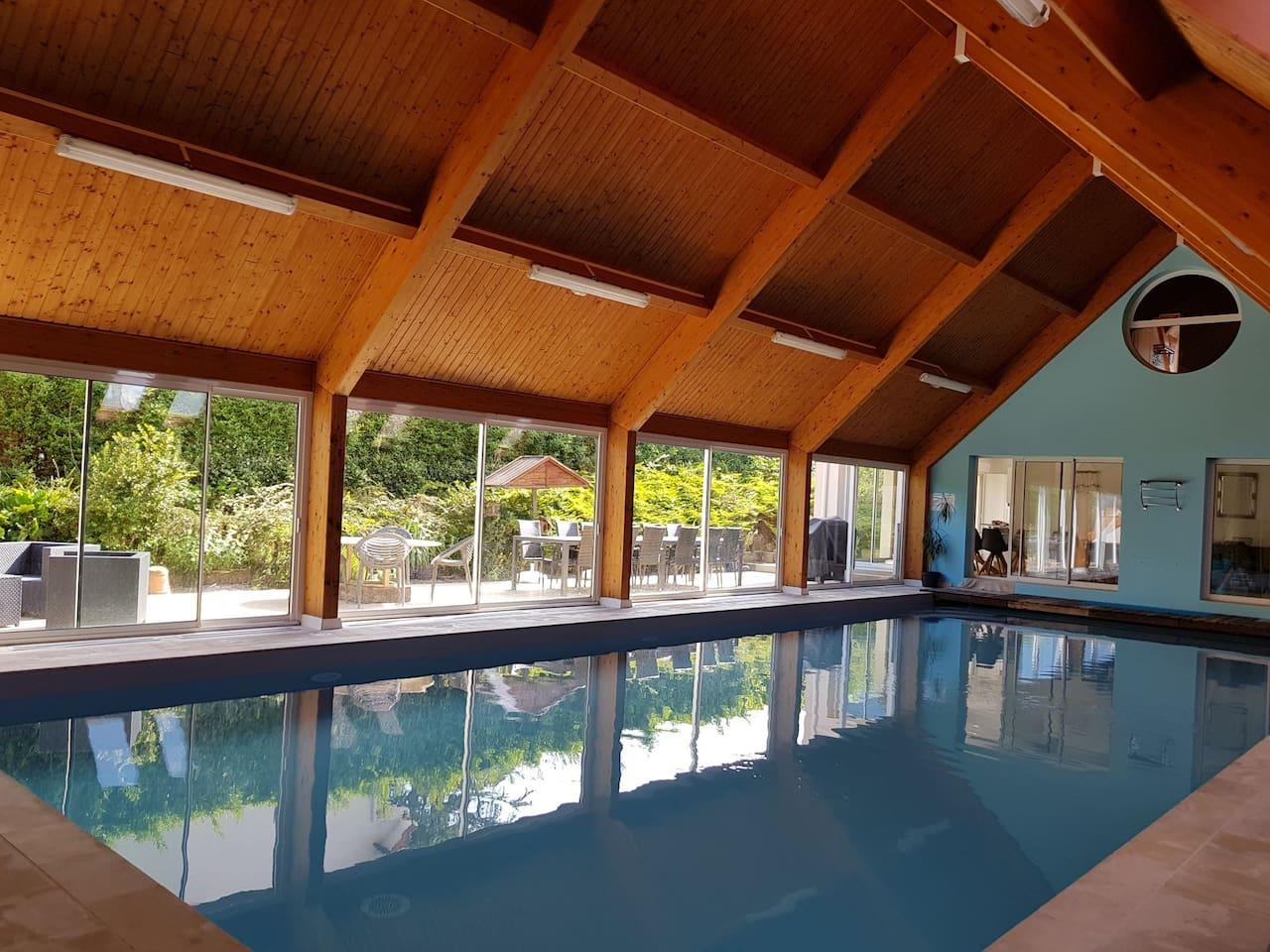 piscine 14 mètres sur 6 mètres chauffée toute l année