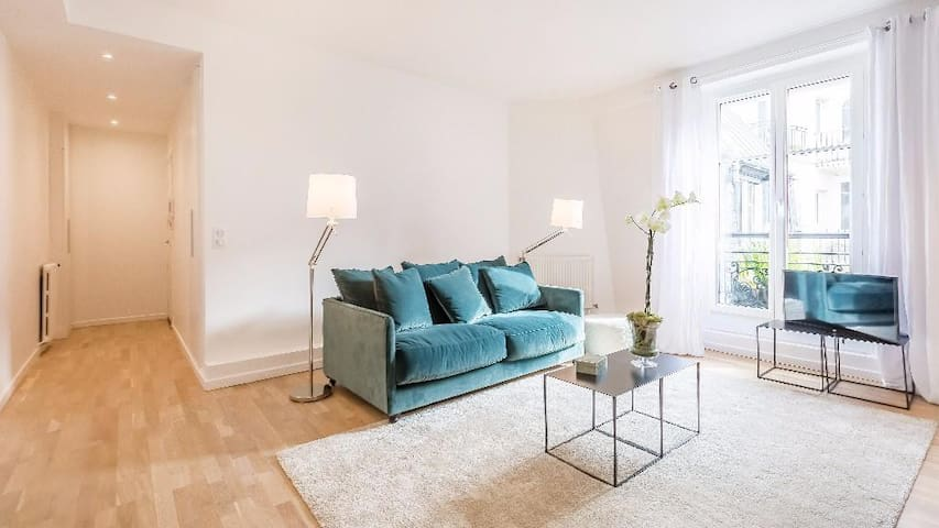 Bright & Tasteful 1-Bedroom Apartment Next to the Eiffel Tower