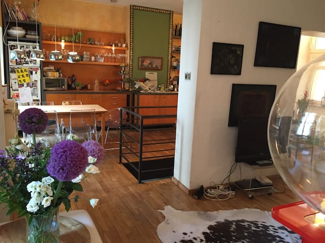 Central Rosenthaler Platz - but super quiet home