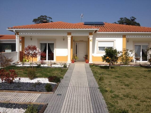 Chambre privée entre forêt Et océan - Coimbrao