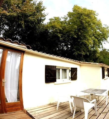 Studio OCTON avec accès jardin et piscine partagé