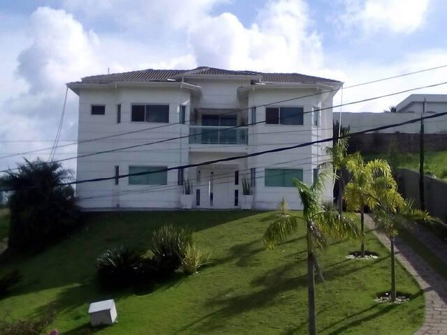 Casa alto padrão-condomínio fechado
