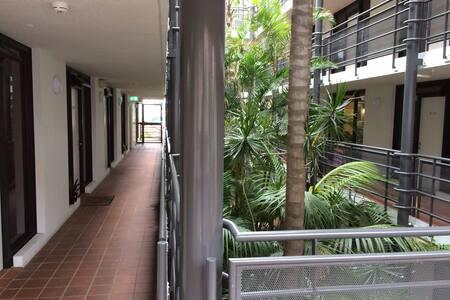 BEAUTIFUL STUDIO CENTRAL POSITION - Elizabeth Bay