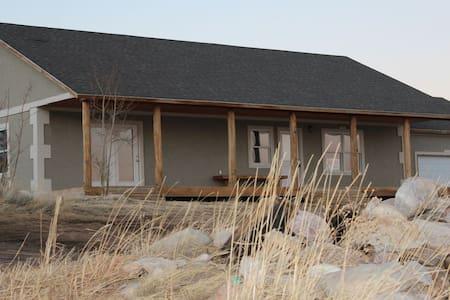 SnowyHideout -Spacious home, Mountain view, Sauna