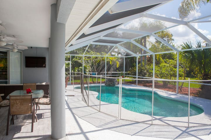 Large updated pool home with dock! - Hobe Sound