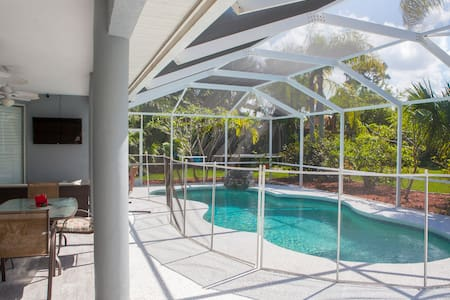 Large updated pool home with dock! - Hobe Sound - Huis