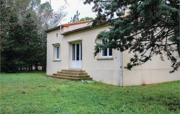 Holiday cottage with 3 bedrooms on 75 m² in Villetelle