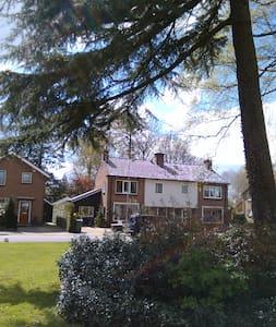 Groot huis met zeer veel privacy - Barneveld - House
