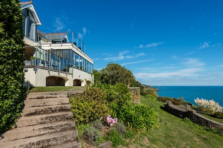 Spectacular cliff top house overlooking Start Bay!