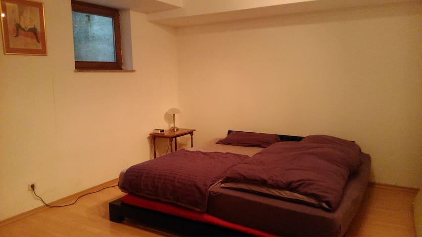 Großzügiges Schlafzimmer mit eigenem Bad - Gröbenzell - Wohnung