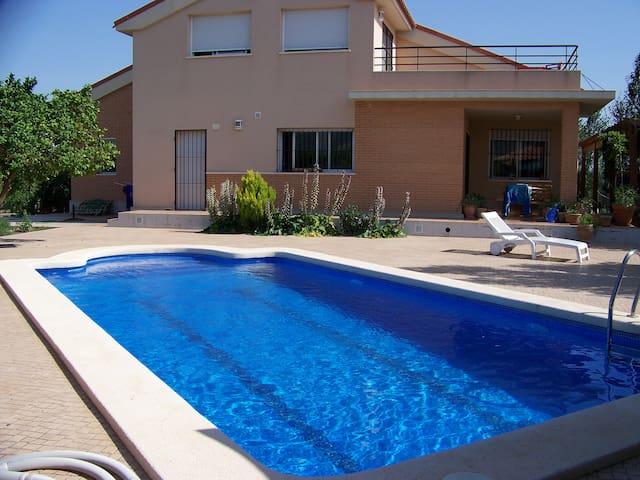 Una casa con vistas en Alhama de Murcia.