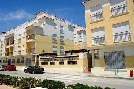 Apartamento bonito con piscina a 8km de Guardamar